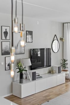 7 Warm and Comfortable Living Room Designs - Focus wall design inspiration for . 7 Warm and Comfortable Living Room Designs - Focus wall design inspiration for small living rooms - Comfortable Living Rooms, Small Living Rooms, Home And Living, Tv Wall Ideas Living Room, Tv Room Small, Tv In Living Room, Living Room Decorations, Small Spaces, Modern Living Room Decor