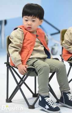 Yang nonton The Return of Superman pasti tahu. Cute Asian Babies, Cute Babies, Song Il Gook, Journeys Kidz, Triplet Babies, Superman Kids, Man Se, Song Triplets, Song Daehan