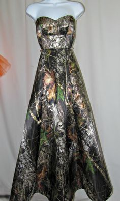 Full length Camo dress by RavenBombshell on Etsy Best Homecoming Dresses, Camo Wedding Dresses, Pretty Prom Dresses, Cheap Prom Dresses, Dresses For Sale, Nice Dresses, Bridesmaid Dresses, Cowgirl Dresses, Satin Dresses