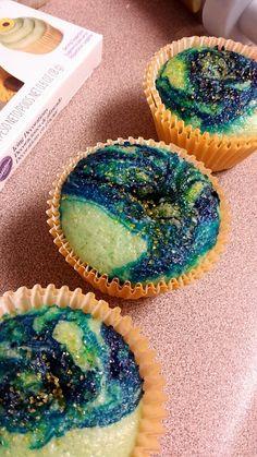Van gohg cupcakes <3  http://marykatewiles.tumblr.com/post/129652936156/slvrwind-screwtoothed-van-gogh-cupcakes-i