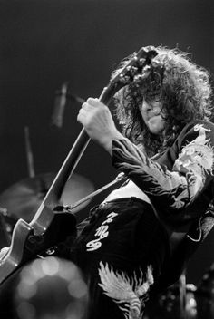 Jimmy Page.... diggin the jacket.
