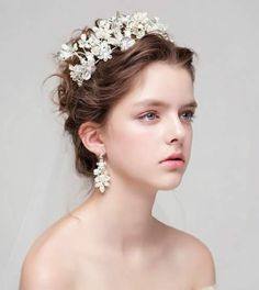 """""""Super beauty of the bride hair accessories"""" Hairstyles For Round Faces, Loose Hairstyles, Bride Hairstyles, Bohemian Style Dresses, Hair Extensions Best, Bride Hair Accessories, Royal Brides, Creative Hairstyles, Woman Face"""