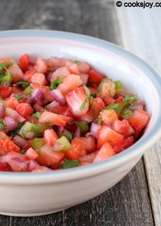 This is the perfect summer salsa! Try this Strawberry Salsa the next time you are craving a sweet and healthy snack! |cooksjoy.com