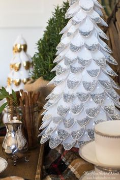Cut plastic spoons in half. Cut plastic spoons in half. DIY Christmas Decor you won't believe you could make with plastic spoons! Dollar Store Christmas, Christmas Ornaments To Make, Outdoor Christmas Decorations, Rustic Christmas, Holiday Crafts, Christmas Crafts, Christmas Trees, Christmas Lights, Christmas Glitter