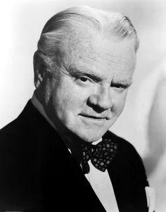 James Francis Cagney, Jr. (Nueva York, 17 de julio de 1899-Stanford, 30 de marzo de 1986) James Cagney falleció el 30 de marzo de 1986 en Nueva York dejando viuda a su única esposa, Frances Vernon, con la que se había casado en 1922. Tenía 86 años