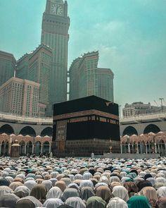 The Beauty of Islam: Photo Mecca Wallpaper, Quran Wallpaper, Islamic Wallpaper Iphone, Alhamdulillah, Mekka Islam, Mecca Masjid, Muslim Images, Medina Mosque, Imam Hussain Wallpapers