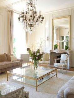Lovely French Country Living Room Decor Ideas - Page 60 of 75 French Country Rug, French Country Bedrooms, French Country Living Room, French Decor, French Country Decorating, Rustic French, Living Room Designs, Living Room Decor, Chic Apartment Decor