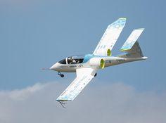 Airbus giới thiệu nguyên mẫu máy bay điện 2 chỗ E-Fan 2.0, năm 2050 có bản dân dụng 100 chỗ ngồi