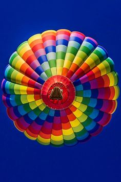 Hot air balloon with rainbow colors Taste The Rainbow, Over The Rainbow, World Of Color, Color Of Life, Le Vent Se Leve, Air Ballon, Hot Air Balloons, Balloon Rides, Happy Colors