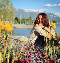 Surbhi Jyoti is making heads turn with her glamorous pictures Best Photo Poses, Girl Photo Poses, Girl Photos, Cute Preppy Outfits, Dubai Vacation, Indian Tv Actress, World Environment Day, Cute Celebrities, Tv Actors