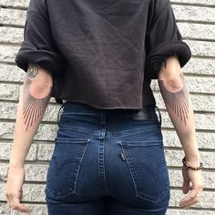 With inner elbow tattoos, here are some designs and patterns that you could opt for, though could be a little painful, once completed would look aesthetic and artistic. Backpiece Tattoo, Handpoked Tattoo, I Tattoo, Body Art Tattoos, Tattoo Drawings, New Tattoos, Tatoos, Mirror Tattoos, Elbow Tattoos