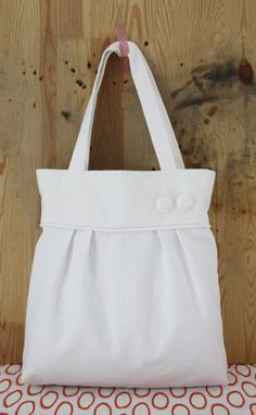Completely white pleated tote bag