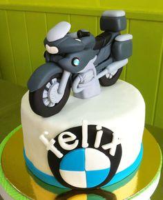 Pastel de fondant con moto BMW modelada #bmw #bmwrt1200 #rt1200 #fondant