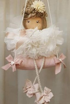 Prenota subito la tua bambolina personalizzata! 🥰❤ spedizioni in Italia ed Estero ✈📦📮 Diy Christmas Angel Ornaments, Felt Christmas Decorations, Christmas Crafts, Shabby Chic Crafts, Fairy Dolls, Felt Dolls, Doll Crafts, Stuffed Toys Patterns, Diy And Crafts
