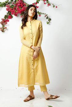 This summer yellow cotton kurta has front placket and coconut wooden shell buttons. It is full sleeved with a Nehru collar, giving it a trendy summer touch. This product includes kurta only. Simple Kurta Designs, Stylish Dress Designs, Kurta Designs Women, Salwar Designs, Kurti Designs Party Wear, Stylish Dresses, Casual Dresses, Summer Dresses, Pakistani Fashion Casual