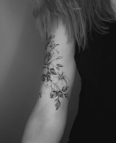 Shape and delicate 21 Tattoo, Flor Tattoo, Piercing Tattoo, Piercings, Unique Tattoos, Beautiful Tattoos, Small Tattoos, Body Art Tattoos, Sleeve Tattoos