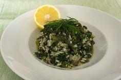 Spanakorizo ist ein schlichtes und doch elegantes griechisches Reisgericht. Für mich ist es ein perfektes Frühlingsgericht, wenn es wieder frischen Spinat gibt. Dann fülle ich eine riesige Tüte mit…