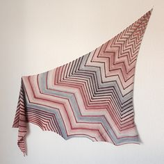 For this asymmetrical shawl a gradient yarn with two different color schemes is recommended. Any other yarn maybe will also work properly.