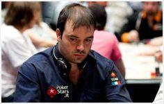Pier Paolo Fabretti é um jogador profissional de poker online bem-sucedido em busca de dar o grande passo rumo ao circuito ao vivo global.