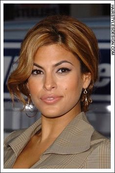 Eva Mendes's natural hair color is brown, his eyes are brown.Eva Mendes's natural hair color is brown, his eyes are brown. Chocolate brown hair color suits him too. She also likes the caramel hair color. Eva Mendes Hair, Eva Mendes And Ryan, Divas, Michelle Rodriguez, Gorgeous Women, Beautiful People, Actrices Sexy, Vin Diesel, Paul Walker