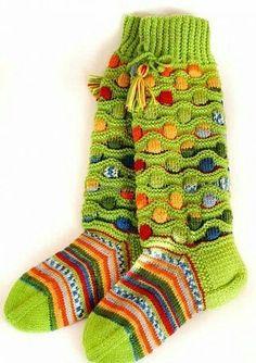 Многоцветные носки и гольфы с волнисто-рельефным узором (Вязание спицами) | Журнал Вдохновение Рукодельницы