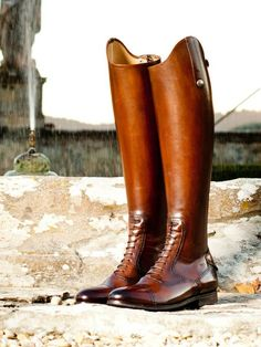 Brown boots are so very classic!