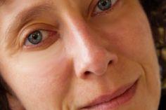 """Anna Mioni è una delle più importanti traduttrici che abbiamo in Italia, (dalla lingua inglese e dalla lingua spagnola).  Ha redatto, tra l'altro, la traduzione dell'opera di Lester Bangs, famoso giornalista e recensore di musica rock scomparso prematuramente nel 1982. Il suo lavoro più recente è stata la traduzione della raccolta di racconti di Sam Lipsyte """"La parte divertente"""" pubblicata da minimumfax. Anna  ha concesso un'intervista ad Alcolibrianonimi."""
