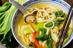 Le Phô est une soupe vietnamienne qui se déguste à toutes heures de la journée. Je pense que comme pour tous les plats populaires, il y a autant de recette