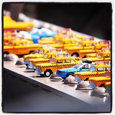 #2014 #souvenir #toys #juguetes #taxi #policecars #police #cochesdepolicia #coches #cars #brooklyn #brooklynbridge #PuentedeBrookyn #ny #NYC #newyorkcity #Iloveny #manhattan #USA #america #cool #chiquesnourtemo