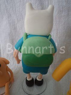 turma hora da aventura, 5 personagens  bonecos de 8 a 11 cms de altua  + vela de 9cms e cubos de 2,5cms...  valor ate 9 letras, mais que isso consulte! Candle, Characters, Craft, Posts, Adventure Time, Cubes, Porcelain Ceramics, Lyrics, I Love
