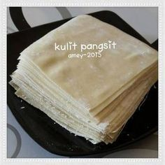 Dumpling skin suits bt sauce and fry Indonesian Desserts, Indonesian Cuisine, Indonesian Recipes, Pastry Cook, Savory Pastry, Donut Recipes, Cooking Recipes, Baking Buns, Baker And Cook