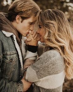 33 Fall Engagement Photos That Are Only the Cutest . - 33 Fall Engagement Photos That Are Only The Cutest 33 Fall Engagement Photos That Are Just The Cute - Engagement Announcement Photos, Engagement Photo Poses, Engagement Photo Inspiration, Engagement Couple, Engagement Shoots, Fall Engagement Photography, Fall Engagment Photos, Announcing Engagement, Engagement Photos