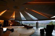 John Lautner Elrod House Palm Springs, CA. Diamonds Are Forever Bond film shot here. John Lautner, Palm Springs, Hot Springs, Architecture Cool, Vintage Architecture, Tropical Architecture, Modernism Week, Colani, Malibu