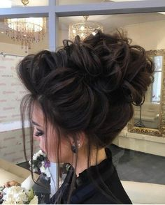 Long Wedding Hairstyles from Elstile / http://www.himisspuff.com/long-wedding-hairstyles-from-elstile/17/