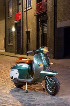 We'd Ride A Scooter If They All Looked As Good As This Lambretta - Petrolicious Vespa Ape, Piaggio Vespa, Lambretta Scooter, Vespa Scooters, Retro Scooter, Scooter Motorcycle, Fiat 500, Motor Scooters, Mobility Scooters