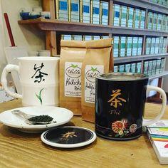 Follow y Comparte tus fotos del barrio con nosotros utilizando el #condeduquegente Gracias @tevallegourmet por compartir esta maravilla de foto  Ya estamos en marcha..! Ahí va una idea para mañana: unos #mugs chulos con una selección de #té #japones de primera calidad #kukicha y #kokeicha para iniciar a tu amigo Pepe o Maria José incluuuuso a tu #papá ;-) en el mundo #tealovers ! #regalosúnicos #japan #teatime #greentea #ilovetea #diadelpadre #gourmet #malasaña #condeduquegente #madrid…