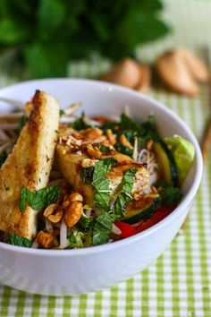 Rice noodles with crispy tofu
