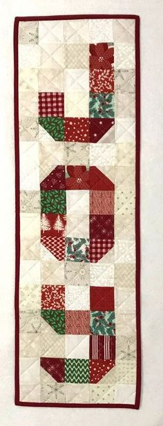 JOY Wall Hanging Christmas Quilting Projects, Small Quilt Projects, Christmas Patchwork, Christmas Quilt Patterns, Christmas Blocks, Christmas Crafts, Christmas Ideas, Craft Projects, Christmas Squares