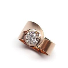 Ring Dahlia in red gold with diamond Handmade Engagement Rings, Engagement Ring Styles, Designer Engagement Rings, Rose Gold Engagement Ring, Body Chain Jewelry, Stone Jewelry, Gold Jewelry, Jewelry Rings, Celtic Wedding Rings