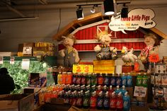 Animatronic Pigs in Wholey's in Pittsburgh