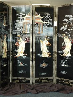 Antique Japanese Folding Screen, black lacquer and Inlaid Mother of Pearl