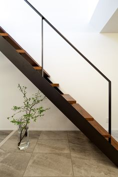 Ls&F design tajimi T-housu  狭小住宅でも明るい家 ストレート鉄骨階段とシンプルな手摺 Loft Stairs, Stairways, Sunroom, Tuscany, Amsterdam, Entrance, House Plans, Backyard, Architecture