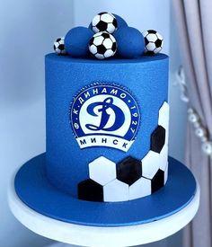 Football Birthday Cake, 1st Birthday Cake For Girls, Cute Birthday Cakes, Beautiful Birthday Cakes, Cake Design For Men, Sports Themed Cakes, Fondant Cake Designs, Soccer Cake, Cake Decorating Designs