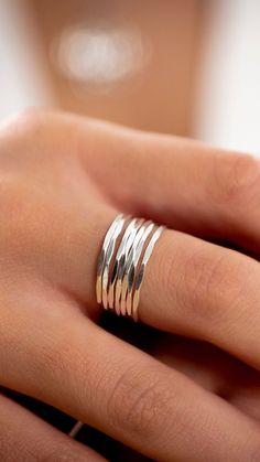 Unieke ringen en andere sieraden van echt zilver! Check onze Black Friday acties :-) www.myuniquestyle.nl Cute Jewelry, Jewelry Accessories, Unique Jewelry, Ring Bracelet, Bracelets, Anklets, Red Carpet, Piercings, Silver Rings