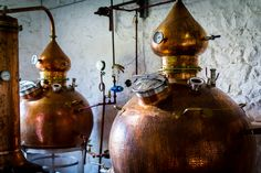 Copper pot stills 1000 liters & 500 liters with gin box made to Strathearn Distillery, Scotland, by hoga company. Pot still hogacompany; http://www.hogacompany.com