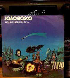 """João em seu melhor disco (isso num universo em que todos seus primeiros discos foram clássicos !) . Só musicão ! A cinematográfica """"Tiro de Misericórdia"""" a fantástica """"Gênesis"""" """"Falso Brilhante"""" """"Plataforma"""" """"Jogador"""" a linda """"Bijuterias"""". Obrigatório! #joaobosco #tirodemisericordia #aldirblanc #cantor #violao #musicbrazil #brazilmusic #groovebrazil #record #recolector #recollection #vinil #vinyl #vinyllove #vinyllunch #vinyladdict #vinylcollection #vinyljunkie #vinylcommunity #vinylgram…"""