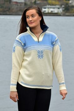 A sporty sweater perfect for winteractivities – knitted in wool, with a high zipped collar and a soft fleece lining. A practical elastic drawstring at the base of the sweater gives it a perfect snug fit on the hip Boss Lady, Cardigans For Women, Snug Fit, Knitwear, Men Sweater, Sporty, Pullover, Wool, Sweaters