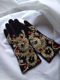 Mitten Gloves, Mittens, Dress Dior, Handbag Accessories, Fashion Accessories, Christmas Shoes, Gloves Fashion, Queen Outfit, Vintage Gloves