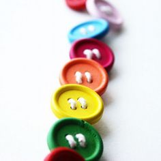 DIY Button Belt - twine and buttons Craft Tutorials, Craft Projects, Projects To Try, Craft Ideas, Diy Ideas, Types Of Buttons, Diy Buttons, Fun Crafts, Crafts For Kids
