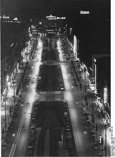 1937 Blick Vom Turm Der Kwgk Auf Die Tauentzienstrasse Bei Nacht Berlin Geschichte Historische Fotos Und Berlin Stadt